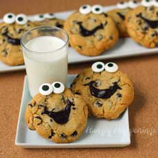 Make Smiley Face Chocolate Chip Cookies
